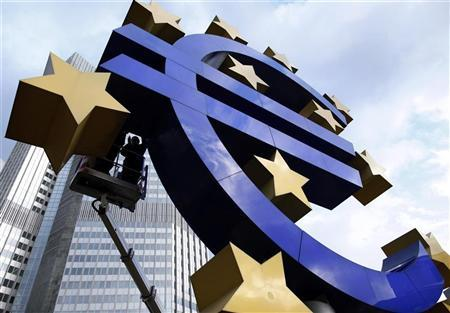 Workers maintain the huge Euro logo in front of the headquarters of the European Central Bank (ECB) in Frankfurt, December 6, 2011. REUTERS/Ralph Orlowski