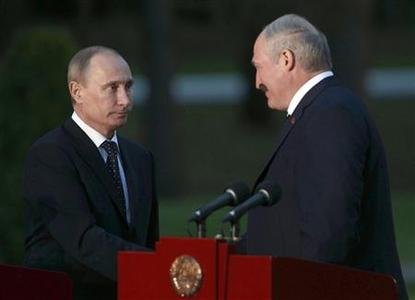 Belarussian President Alexander Lukashenko (R) shakes hands with his Russian counterpart Vladimir Putin during a news conference at the Zaslavl residence on the outskirts of Minsk May 31, 2012. Putin arrived in Belarus for a two-day official visit. REUTERS/Sergei Grits/Pool