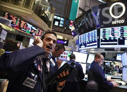 Traders work on the floor of the New York Stock Exchange June 4, 2012. REUTERS/Brendan McDermid