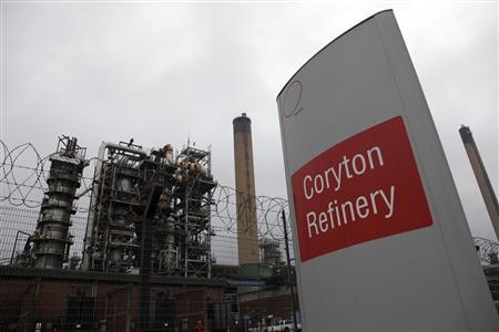 The Coryton oil refinery is seen in south-eastern England, in this file picture taken January 24, 2012. Picture taken January 24, 2012. REUTERS/Stefan Wermuth/Files