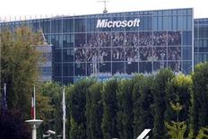 <p>Imagen de archivo de la sede de Microsoft en Issy-les-Moulineaux, Francia, oct 6 2009. Microsoft Corp está cerca de cerrar la compra de la firma de software para empresas Yammer Inc por más de 1.000 millones de dólares, de acuerdo a fuentes familiarizadas con la operación. REUTERS/Charles Platiau</p>