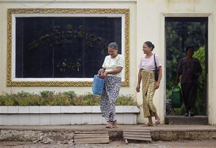 Relatives of political prisoners walk out of Insein prison after delivering food for them in Yangon June 2, 2012. A mass amnesty in January saw the release of Myanmar's most famous political prisoners, but about 400 more remain in jails across the country. Picture taken June 2, 2012. REUTERS/Soe Zeya Tun