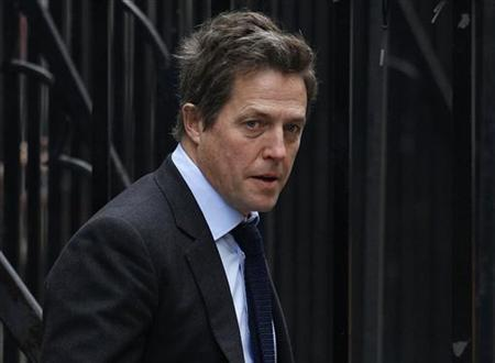 British actor Hugh Grant arrives at the Leveson Inquiry at the High Court in central London, November 21, 2011. REUTERS/Andrew Winning