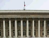 <p>Les Bourses européennes ont ouvert en légère hausse jeudi et à Paris, le CAC 40 gagnait 0,11%. Tous les regards sont tournés vers Bruxelles, où les dirigeants européens entament un sommet de deux jours consacré à la crise de la dette. /Photo d'archives/REUTERS/Benoît Tessier</p>