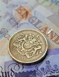<p>L'économie britannique s'est contractée de 0,3% au premier trimestre, plaçant la Grande-Bretagne en état de récession pour la deuxième fois en quatre ans. /Photo d'archives/REUTERS/Toby Melville</p>
