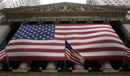 <p>La Bourse de New York a fini en baisse de 0,2%. L'indice Dow Jones cédant 24,75 points à 12.602,26 points. Le S&P-500 a perdu 2,81 points, soit 0,21%, à 1.329,04 points. Le Nasdaq Composite a reculé de son côté de 25,83 points (0,9%) à 2.849,49 points. /Photo d'archives/REUTERS/Chip East</p>