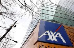 <p>Le titre Axa figure parmi les valeurs à suivre ce vendredi à la Bourse de Paris, après que Standard & Poor's a prévenu que la volatilité des marchés d'actions et l'environnement économique pourraient entraîner en 2012 et 2013 de nouvelles dégradations des notes des assureurs. /Photo d'archives/REUTERS/Mick Tsikas</p>