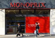 <p>Casino va racheter la part de 50% détenue par Galeries Lafayette dans Monoprix pour 1,175 milliard d'euros, une transaction qui vise à mettre fin aux contentieux entre les deux propriétaires de la marque. /Photo prise le 28 mars 2012/REUTERS/Charles Platiau</p>