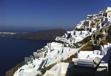 Houses are seen at edge of the caldera at the volcanic island of Santorini in this September 13, 2011 file photo. REUTERS/Michael Perry