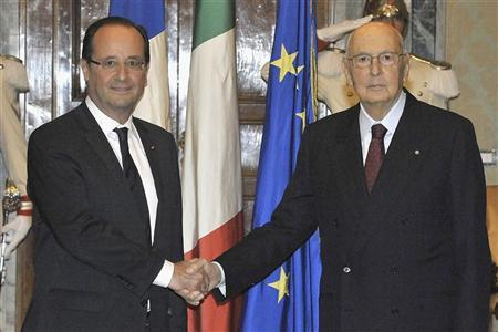 Italian President Giorgio Napolitano (R) shakes hands with his French counterpart Francois Hollande at Quirinale presidential palace in Rome June 14, 2012 . REUTERS/Presidenza della Repubblica/Handout