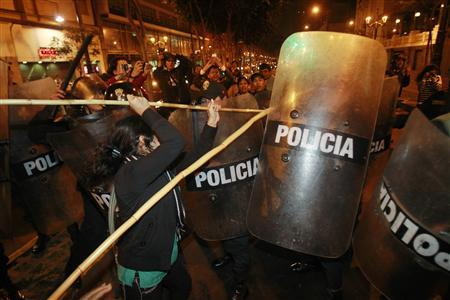A woman clashes with police during demonstrations in solidarity with the protests against the Newmont Mining project in the region of Cajamarca, in downtown Lima July 4, 2012. REUTERS/Enrique Castro-Mendivil