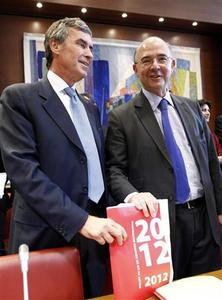 France's Economy, Finance and Trade Minister Pierre Moscovici (R) and Junior Budget Minister Jerome Cahuzac pose before a French parliamentary hearing on the 2012 finance budget at the National Assembly in Paris July 4, 2012. REUTERS/Jacky Naegelen