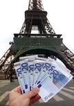 <p>La France a émis lundi 7,7 milliards d'euros de dette à court terme à des taux historiquement bas, les taux à trois mois et six mois étant ressortis négatifs, le taux à un an quasiment à zéro. /Photo d'archives/REUTERS/Charles Platiau</p>