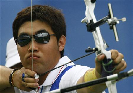 Im Dong-hyun of South Korea takes aim during the men's team archery gold medal match against Italy at the 2008 Beijing Olympic Games, in this file photo taken August 11, 2008. REUTERS/Ruben Sprich/Files (CHINA)