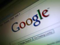 <p>Foto de archivo del logo de Google visto en la pantalla de un ordenador en San Francisco, EEUU, jul 16 2009. Wall Street tiene un largo romance con Google como motor de búsqueda. Pero, ¿sentirá lo mismo con Google como fabricante de hardware? REUTERS/Robert Galbraith</p>