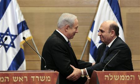 Israel's Prime Minister Benjamin Netanyahu (L) shakes hands with Shaul Mofaz, head of the Kadima party, which will hook up with Netanyahu's rightist coalition, during their joint news conference at parliament in Jerusalem in this May 8, 2012 file picture. REUTERS/Ammar Awad/Files