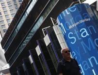 <p>La banque d'investissement Morgan Stanley publie un bénéfice de 564 millions de dollars (459 millions d'euros) au deuxième trimestre, après une perte de 558 millions de dollars un an auparavant. /Photo prise le 22 juin 2012/REUTERS/Brendan McDermid</p>