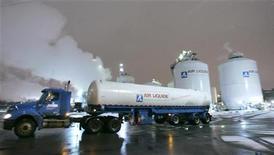 <p>Air Liquide a signé un accord en vue de l'acquisition de Gasmedi, numéro trois espagnol de la santé à domicile, pour une valeur d'entreprise de 330 millions d'euros. /Photo d'archives/REUTERS/J.P. Moczulski</p>