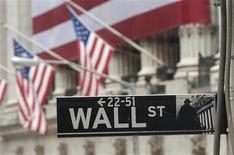 <p>Après une entame catastrophique, les Bourses mondiales ont fini la semaine dernière sur une note euphorique, portées par la perspective de voir la Réserve fédérale américaine (Fed) et la Banque centrale européenne (BCE) prendre des décisions susceptibles de soutenir l'activité économique. /Photo d'archives/REUTERS/Chip East</p>