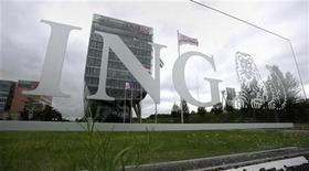 <p>Le groupe néerlandais de services financiers ING pourrait vendre en plusieurs fois son activité d'assurance en Asie, afin d'en obtenir le meilleur prix et d'accélérer la mise en oeuvre de son programme de cessions d'actifs après un deuxième trimestre très en deçà des attentes. /Photo prise le 16 juillet 2012/REUTERS/Robin van Lonkhuijsen/United Photos</p>