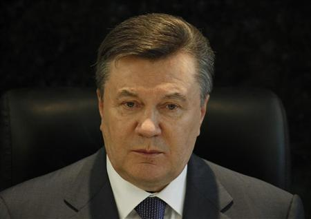 Ukraine's President Viktor Yanukovich attends an urgent meeting with top security officials in Dnipropetrovsk April 28, 2012. REUTERS/Gleb Garanich