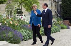 <p>Un entretien jeudi soir avec Angela Merkel à Berlin est au menu de l'agenda de rentrée de François Hollande, aux affaires depuis un peu plus de 100 jours. /Photo prise le 27 juin 2012/REUTERS/Michel Euler/Pool</p>