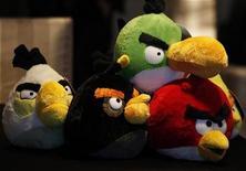 <p>Imagen de archivo de una serie de juguetes basados en el videojuego Angry Bird de Rovio Entertainment en hong Kong, jul 3 2012. Iamgen de archivo de una serie de juguetes basados en el videojuego Angry Bird de Rovio Entertainment en hong Kong, jul 3 2012. El fabricante de Angry Birds, Rovio Entertainment, espera demostrar que es más que el creador de un único éxito cuando el jueves lance Bad Piggies, en momentos en que los jugadores parecen haberse cansado de la aplicación a la que han sido adictos por los últimos tres años. REUTERS/Bobby Yip</p>