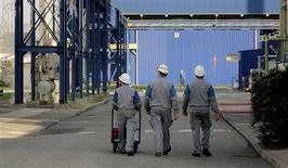 <p>L'Insee confirme une croissance de 0,0% du produit intérieur brut de la France sur le deuxième trimestre 2012, analogue à celle des deux trimestres précédents. /Photo d'archives/REUTERS</p>