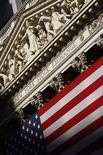 <p>Wall Street a ouvert en baisse vendredi dans le sillage des Bourses européennes, les investisseurs prenant leurs bénéfices et réorganisant leurs portefeuilles après un trimestre de forte hausse, tout en attendant les résultats des tests de résistance des banques espagnoles. Dans les premiers échanges, le Dow Jones cède 0,48%, le Standard & Poor's recule de 0,34% et le composite du Nasdaq perd 0,37%. /Photo d'archives/REUTERS/Brendan McDermid</p>