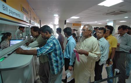 People stand in queues to pay their electricity bill at the Torrent Power customer care centre in the northern Indian city of Agra September 24, 2012. REUTERS/Brijesh Singh