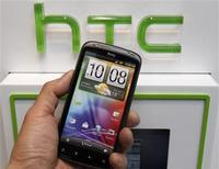 <p>HTC a annoncé une chute de 79% de son bénéfice net au troisième trimestre, en raison de la concurrence d'Apple et de Samsung dans les smartphones. /Photo prise le 6 avril 2012/REUTERS/Shengfa Lin</p>