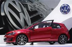 <p>Volkswagen AG, premier constructeur automobile d'Europe, a fait savoir que ses ventes ont augmenté de 10,6% pendant les neuf premiers mois de l'année. /Photo prise le 27 septembre 2012/REUTERS/Christian Hartmann</p>