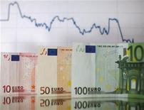 <p>Le déficit du budget de l'Etat s'établissait à 97,7 milliards d'euros à fin août contre 102,8 milliards un an plus tôt. /Photo d'archives/REUTERS/Dado Ruvic</p>