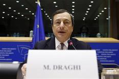 <p>Le président de la Banque centrale européenne (BCE) Mario Draghi a estimé mardi qu'il faudrait une année pour transformer la BCE en organe de supervision bancaire, rôle que la Commission européenne souhaite lui attribuer au 1er janvier 2013. /Photo prise le 9 octobre 2012/REUTERS/François Lenoir</p>