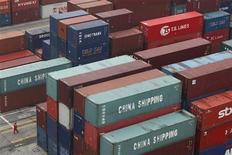 <p>Le ministère chinois du Commerce a estimé vendredi que la progression deux fois plus forte que prévu des exportations chinoises au mois de septembre et la reprise de la croissance des importations ne permettaient pas encore de parler de vraie reprise du commerce extérieur. /Photo prise le 1à avril 2012/REUTERS/Aly Song</p>