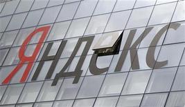 <p>Foto de archivo de la casa matriz de Yandex en Moscú, jun 14 2012. Yandex, el principal buscador de Internet de Rusia, empezará a darle batalla a Google en países emergentes como Turquía en un intento de contrarrestar los avances realizados por el gigante estadounidense en su mercado doméstico. REUTERS/Maxim Shemetov</p>