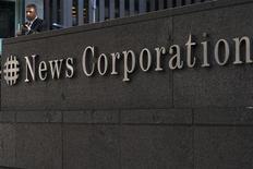 """<p>News Corp s'apprête à faire une offre """"substantielle"""" sur la maison d'édition Penguin qui appartient au groupe britannique de médias et d'édition Pearson, selon le Sunday Times. /Photo prise le 28 juin 2012/REUTERS/Keith Bedford</p>"""