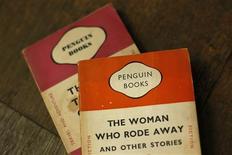 <p>Pearson et Bertelsmann ont signé un accord en vue de la fusion de leurs maisons d'édition respectives, Penguin et Random House, pour créer le numéro un mondial de l'édition grand public. /Photo prise le 29 octobre 2012/ REUTERS/Stefan Wermuth</p>