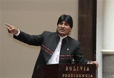 """<p>Imagen de archivo del presidente de Bolivia, Evo Morales, durante una ceremonia en el palacio presidencial de La Paz, oct 15 2012. Bolivia sufre una """"sangría económica"""" a causa de la subvención estatal a los combustibles, que trepará un 20 por ciento en el 2013 a más de 1.000 millones de dólares, dijo el martes el presidente izquierdista del país, Evo Morales. REUTERS/David Mercado</p>"""