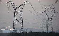<p>La sécurité de l'approvisionnement électrique en Europe s'est dégradée depuis l'hiver dernier, faisant craindre des tensions sur le réseau européen en cas fortes vagues de froid, selon le réseau de transport français d'électricité RTE. /Photo d'archives/REUTERS/Vincent Kessler</p>
