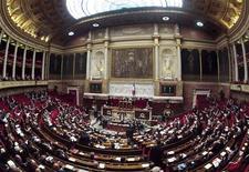 <p>Le président du groupe socialiste à l'Assemblée nationale, Bruno Le Roux, a fustigé jeudi les élus Front de gauche qui ont joint leurs votes à l'opposition de droite et provoqué le rejet au Sénat du projet de loi de programmation budgétaire. /Photo d'archives/REUTERS/Charles Platiau</p>