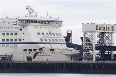 <p>Eurotunnel a reçu le feu vert de l'Autorité de la concurrence pour la reprise de certains actifs de la société de transport maritime SeaFrance, a annoncé jeudi l'autorité administrative indépendante. /Photo prise le 10 janvier 2012/REUTERS/Pascal Rossignol</p>