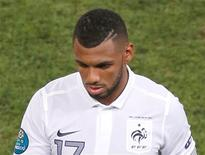 <p>Yann M'Vila a été suspendu de toutes les sélections nationales jusqu'en juin 2014 pour avoir pris part à une sortie nocturne avec quatre autres joueurs lors d'un rassemblement de l'équipe Espoirs. Le Rennais manquera donc quoi qu'il arrive la Coupe du monde au Brésil prévue du 12 juin au 13 juillet 2014. /Photo prise le 23 juin 2012/REUTERS</p>