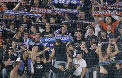 <p>L'UEFA a ouvert une procédure disciplinaire contre Montpellier et l'Olympiakos concernant des débordements qui ont émaillé mardi le match de Ligue des champions entre les deux clubs. /Photo prise le 24 octobre 2012/REUTERS/Jean-Paul Pélissier</p>