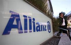 <p>Allianz affiche un bénéfice net de 1,4 milliard d'euros au troisième trimestre et confirme son objectif de bénéfice d'exploitation pour 2012, après avoir réalisé des estimations préliminaires sur les coûts d'indemnisation des victimes de l'ouragan Sandy aux Etats-Unis. /Photo prise le 19 octobre 2012/REUTERS/Yuriko Nakao</p>