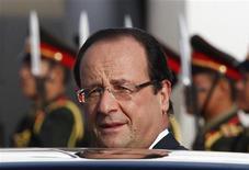 """<p>François Hollande, qui donnera mardi prochain la première conférence de presse de son quinquennat, veut être un """"interlocuteur direct"""" pour les Français, désireux selon lui d'un """"face-à-face"""" avec leur président. /Photo prise le 5 novembre 2012/REUTERS/Sukree Sukplang</p>"""