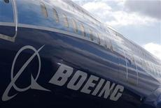 <p>Boeing revendique plus de 1.000 nouvelles commandes depuis le début de l'année, ce qui devrait l'amener à vendre cette année davantage d'appareils qu'Airbus, une situation inédite depuis 2006. /Photo prise le 24 avril 2012/REUTERS/Phil Noble</p>
