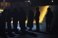 """<p>La création d'une """"retenue"""" pouvant durer jusqu'à 16 heures pour remplacer la garde à vue des sans-papiers ne fait pas l'unanimité à gauche, notamment chez les écologistes. /Photo d'archives/ REUTERS/Antonio Parrinello</p>"""