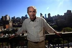 """<p>Le grand romancier américain Philip Roth, auteur de livres à succès comme """"Portnoy et son complexe"""" (1969) et """"La Tache"""" (2000), a décidé d'arrêter l'écriture, a confirmé vendredi sa maison d'édition Houghton Mifflin. /Photo d'archives/REUTERS/Eric Thayer</p>"""