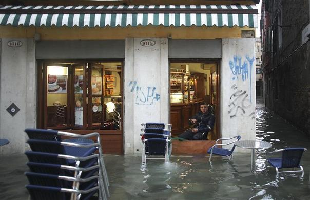 الفيضانات تجتاح مدينة ?فينيسيا? الإيطالية ?m=02&d=20121112